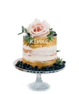 Бело-золотой торт с розовым цветком