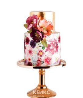 Золотой торт с красивыми цветами