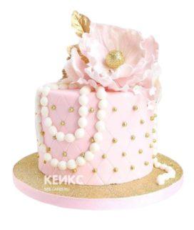 Торт бело-розовый