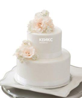Торт белый с цветами 2