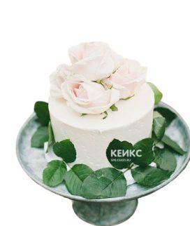 Торт белый с цветами