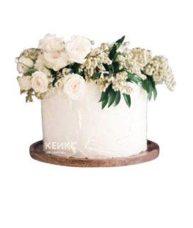 Торт белый с цветами 3