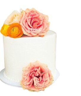 Торт белый с цветами 5
