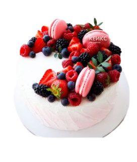 Торт ягодный с макарунами 1