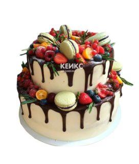 Торт ягодный с макарунами