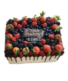 Торт прямоугольный с ягодами
