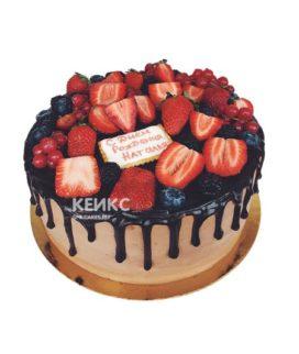 Торт шоколадный с ягодами 3