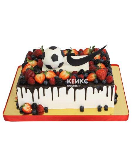 Торт прямоугольный с ягодами 2