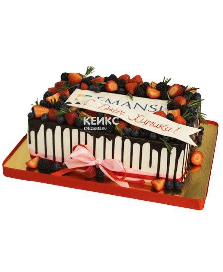 Торт прямоугольный с ягодами 3