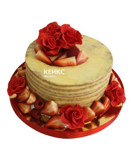 Торт с ягодами и цветами 1