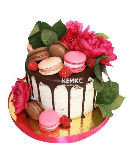 Торт с ягодами и цветами 2