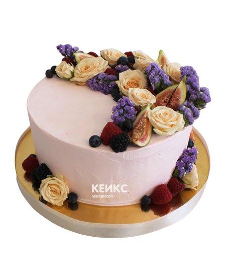 Торт с ягодами и цветами 5