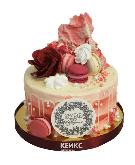 Торт с ягодами и цветами 6