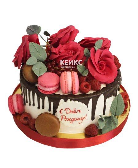 Торт с ягодами и цветами 8
