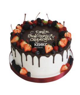 Торт с ягодами без мастики