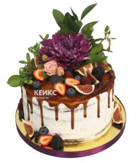 Торт с ягодами и цветами 11