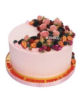 Торт с ягодами и цветами 12