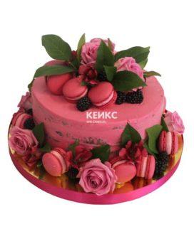 Торт с ягодами и цветами 13