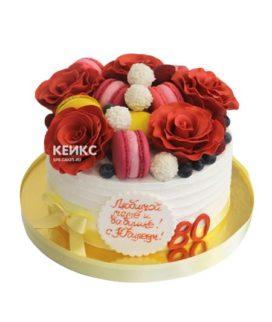 Торт с ягодами и цветами 14