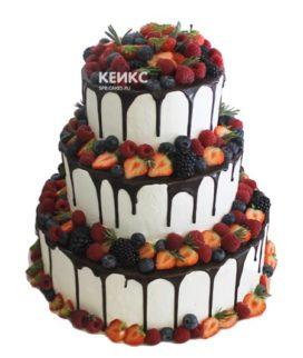 Свадебный торт с клубникой 13